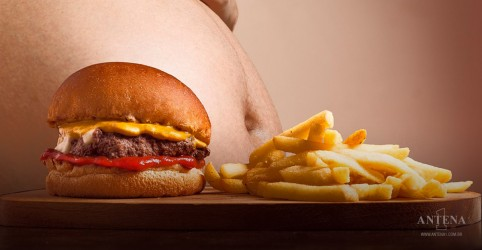 Placeholder - loading - Imagem da notícia Estudo revela que comida pode ser viciante