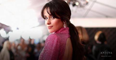 """Placeholder - loading - Camila Cabello lança """"Easy"""" com letra sobre amor; ouça"""