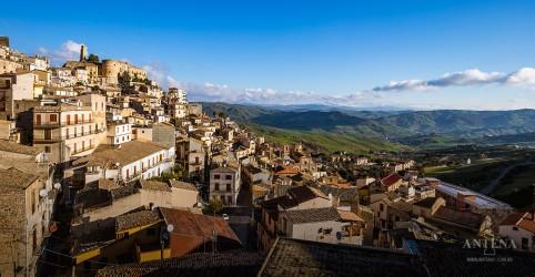 Placeholder - loading - Imagem da notícia Município da Itália disponibiliza casas de modo gratuito
