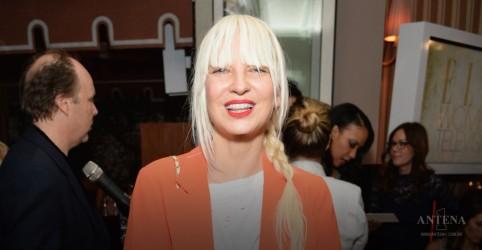 Placeholder - loading - Imagem da notícia Saiba mais sobre a doença da cantora Sia