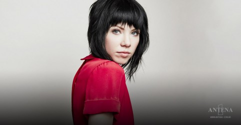 Placeholder - loading - Imagem da notícia Lets Be Friends é o novo single de Carly Rae Jepsen!