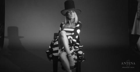 """Placeholder - loading - Imagem da notícia Céline Dion lança clipe da música """"Imperfections"""""""