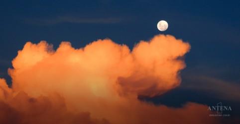 Placeholder - loading - Imagem da notícia A lua pode interferir na nossa saúde mental?