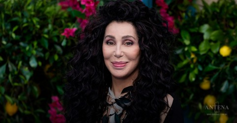 """Cher faz performance de """"I Got You Babe""""; confira"""
