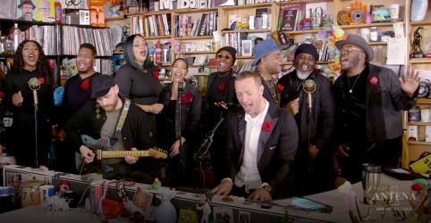 Placeholder - loading - Imagem da notícia Coldplay faz cover de Prince em show!