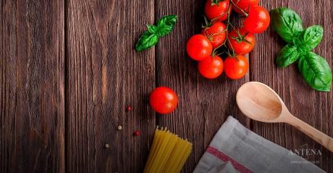 O tomate traz diversos benefícios à saúde do homem, entre eles a fertilidade