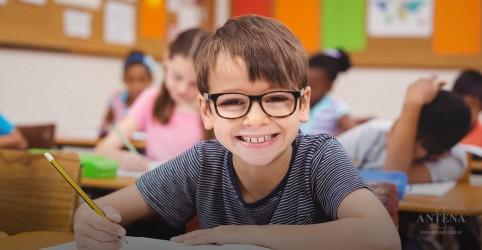 6 sinais que as crianças podem ter problemas na visão