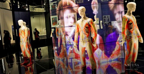 Placeholder - loading - Imagem da notícia David Bowie ganhará exposição em sua homenagem