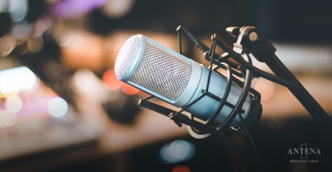 Placeholder - loading - Imagem da notícia Hoje é o dia mundial do rádio!