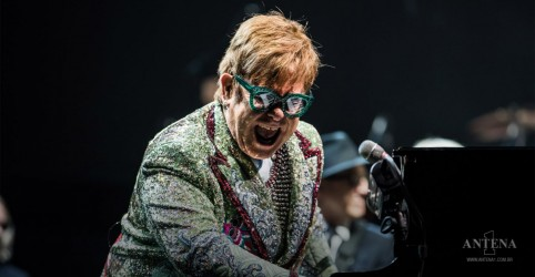 Placeholder - loading - Imagem da notícia Elton John adia turnê devido coronavírus