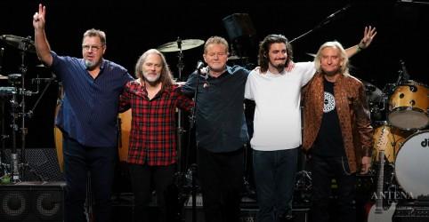Placeholder - loading - Imagem da notícia Eagles se reúne para tocar o álbum ''Hotel California''