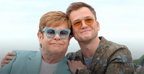 "Placeholder - loading - Imagem da notícia Elton John canta ""Rocket Man"" com Taron Egerton"