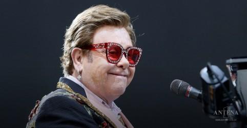 Placeholder - loading - Imagem da notícia Elton John homenageia Little Richard