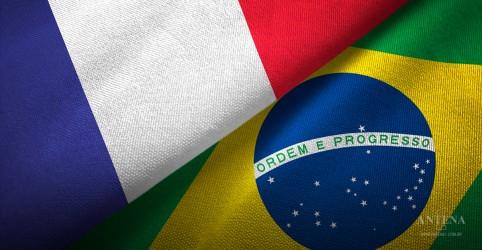 Placeholder - loading - Imagem da notícia Brasileiros podem dar aula de português na França
