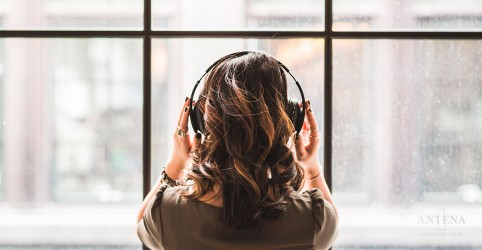 Placeholder - loading - Antena 1 selecionou as dez melhores músicas para ouvir no trabalho