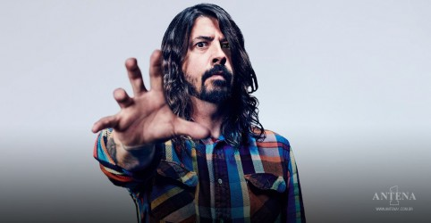 Placeholder - loading - Imagem da notícia Foo Fighters: Dave Grohl e filha Violet cantam o hit Náusea