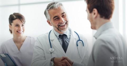 Placeholder - loading - Paranaense entrega carta de agradecimento aos profissionais do IBCC Oncologia