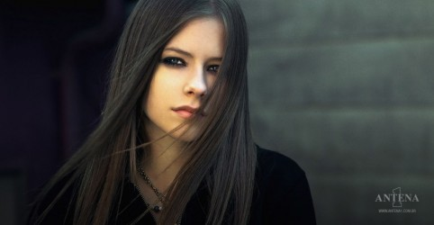 Placeholder - loading - Imagem da notícia Avril Lavigne confirma artistas em festival virtual