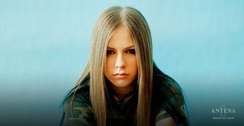 Placeholder - loading - Avril Lavigne comemorou o dia do Go Skateboarding com o hit Sk8er Boi