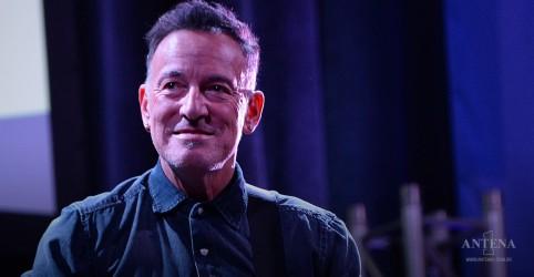 Placeholder - loading - Imagem da notícia Bruce Springsteen se apresenta ao vivo em estádio vazio
