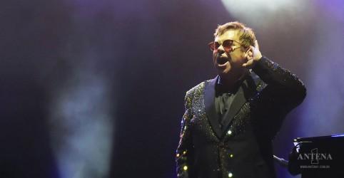 Placeholder - loading - Imagem da notícia Elton John realizará show beneficente em apoio ao combate do coronavírus