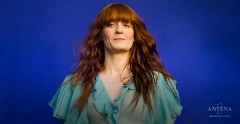 Placeholder - loading - Imagem da notícia Florence + The Machine performa em live especial do Met Gala 2020