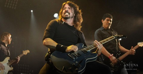 "Placeholder - loading - Foo Fighters: ""Times Like These"" ganha nova versão para pandemia de covid-19"