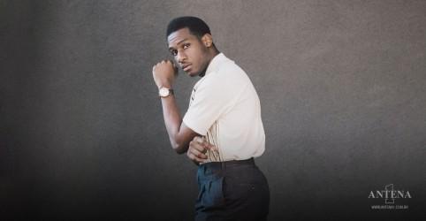 Placeholder - loading - Imagem da notícia Leon Bridges anuncia novo single Why Don't You Touch Me