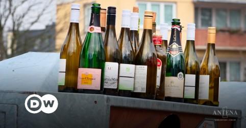 Placeholder - loading - Imagem da notícia A luta contra o alcoolismo na pandemia