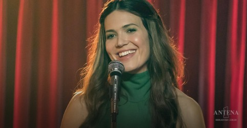 "Placeholder - loading - Imagem da notícia Mandy Moore participa do programa ""Live With Kelly & Ryan"""