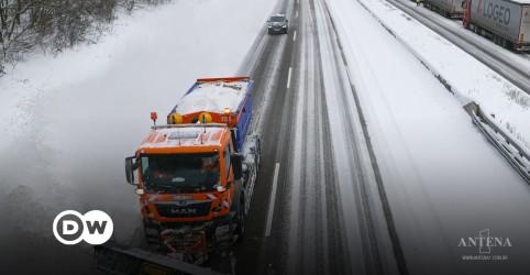 Placeholder - loading - Imagem da notícia Tempestade de neve causa estragos na Alemanha