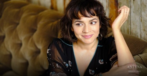 "Norah Jones lança nova música ""How I Weep"""