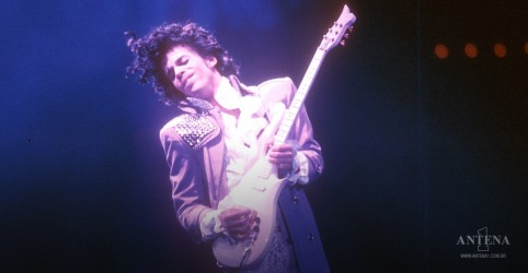 Placeholder - loading - Imagem da notícia Prince Estate anuncia evento de streaming 'Prince and the Revolution: Live'