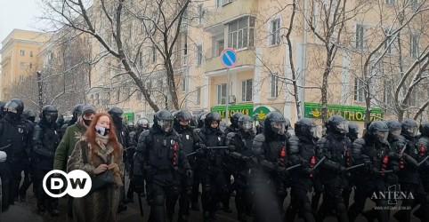 Placeholder - loading - Onda de protestos contra Putin superlota cadeias russas