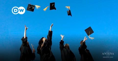 Placeholder - loading - Imagem da notícia Ficar rico sem diploma?