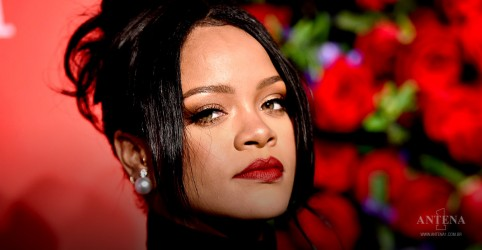 Rihanna comemora aniversário de 32 anos