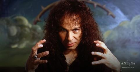 Placeholder - loading - Autobiografia de Ronnie James Dio Rainbow in the Dark é desenvolvida