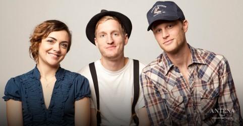 Placeholder - loading - Imagem da notícia 1 ano de 'III': The Lumineers compartilham versão especial de faixa do álbum