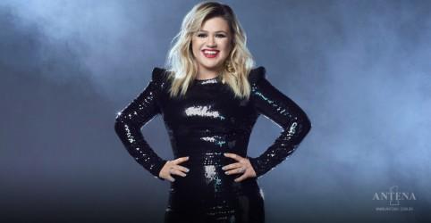 Placeholder - loading - Imagem da notícia Kelly Clarkson faz cover de Sia