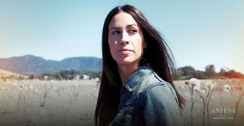 Placeholder - loading - Alanis Morissette apresenta I Miss The Band em programa ao vivo
