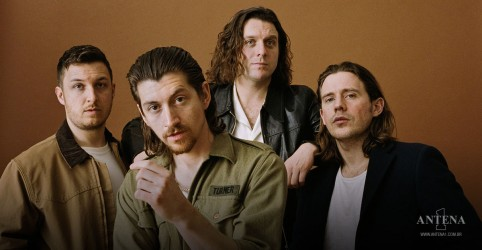 Placeholder - loading - Imagem da notícia Arctic Monkeys: Nandi Bushell faz coverI Bet You Look Good on the Dancefloor