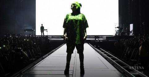 Placeholder - loading - Imagem da notícia Billie Eilish lança curta sobre seu corpo