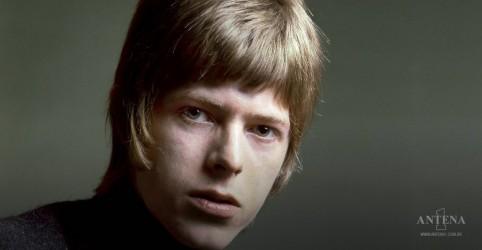 Placeholder - loading - Imagem da notícia Hoje é aniversário do primeiro disco de David Bowie!