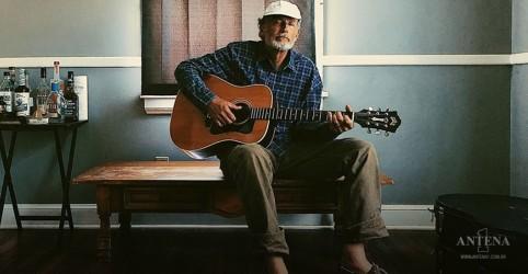Placeholder - loading - Morre guitarrista que trabalhou em 'Time Out of Mind' de Bob Dylan