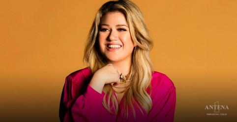 Placeholder - loading - Imagem da notícia Kelly Clarkson faz cover de Send My Love