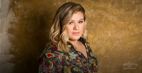 Placeholder - loading - Kelly Clarkson faz cover de Whitney Houston
