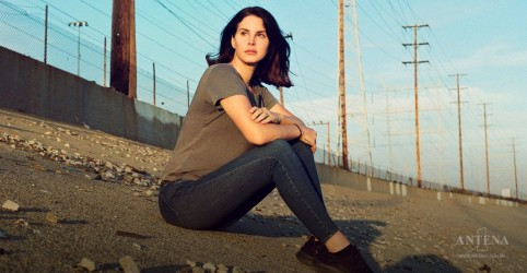Placeholder - loading - Imagem da notícia Lana Del Rey revela novo álbum em carta aberta