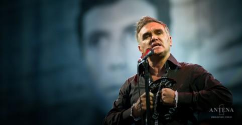 Placeholder - loading - Imagem da notícia Morrissey confirma morte de sua mãe e deixa mensagem aos fãs