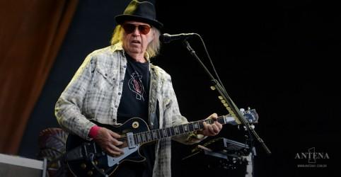 Placeholder - loading - Imagem da notícia Neil Young lançará série de materiais bootlegs oficiais