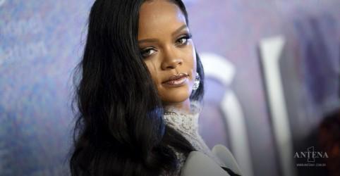 Placeholder - loading - Imagem da notícia Fundação da cantora Rihanna, faz doação para combater coronavírus